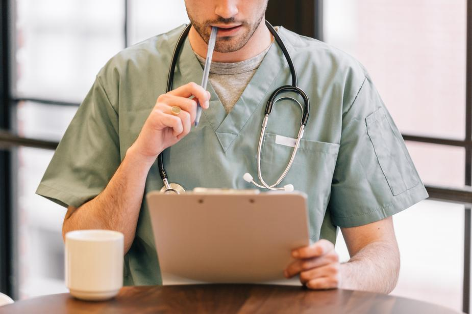 doctor-looking-at-clipboard_925x burst.shopify.com