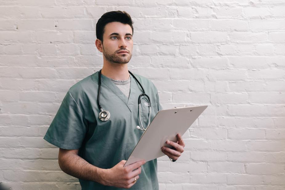 male-doctor-holding-clipboard_925x burst.shopify.com